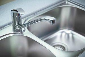 clean a kitchen sink