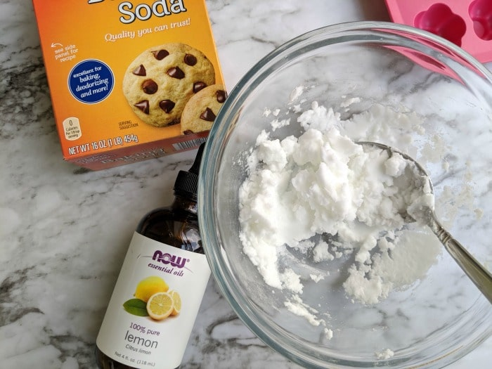 baking soda and essential oils to make diy trash can deodorizer